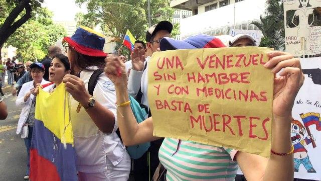 Policía impidió marcha de médicos y enfermeras en Venezuela