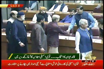 See What Imran Khan Did When Shahbaz Sharif Arrives in Assembly