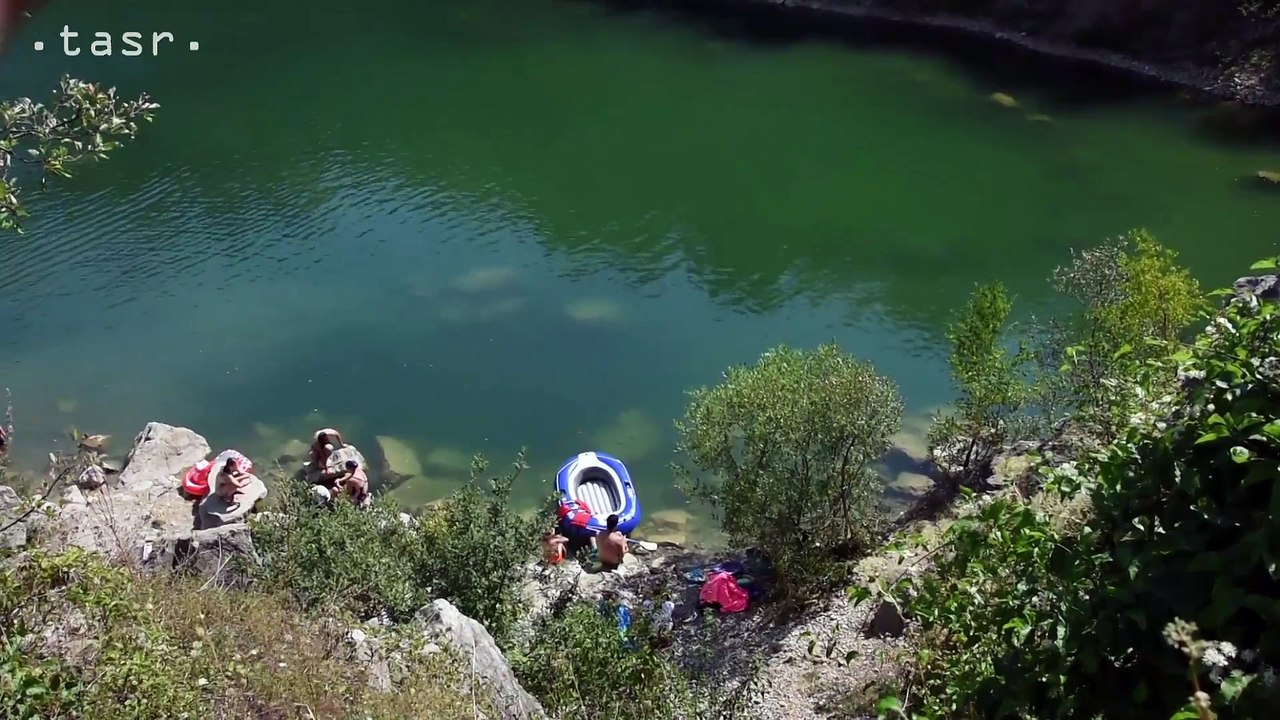 BEŇATINA: Zatopený lom neďaleko obce láka v horúcich dňoch návštevníkov