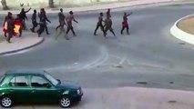 Más de 200 inmigrantes hieren a siete guardias civiles con cal viva al saltar la valla de Ceuta