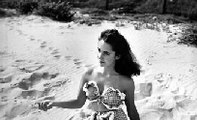24 Rarely Seen Photos of Elizabeth Taylor