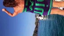 Artur Mas es abucheado por bañistas en Menorca