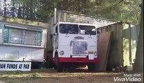 Impossible ! Ce camion sort une remorque de nulle part !