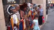 İstiklal Caddesi'nde Kızılderililere Yoğun İlgi