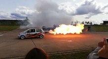 La Twingo Jet, une twingo avec un réacteur d'avion, a enflammé les 25 de la Twingo