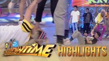 It's Showtime Cash-Ya: Vice Ganda gets dragged on the floor by Vhong!