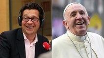 """Laurent Gerra imitant le pape François : """"Moi aussi j'adore la déco et Mylène Farmer !"""""""