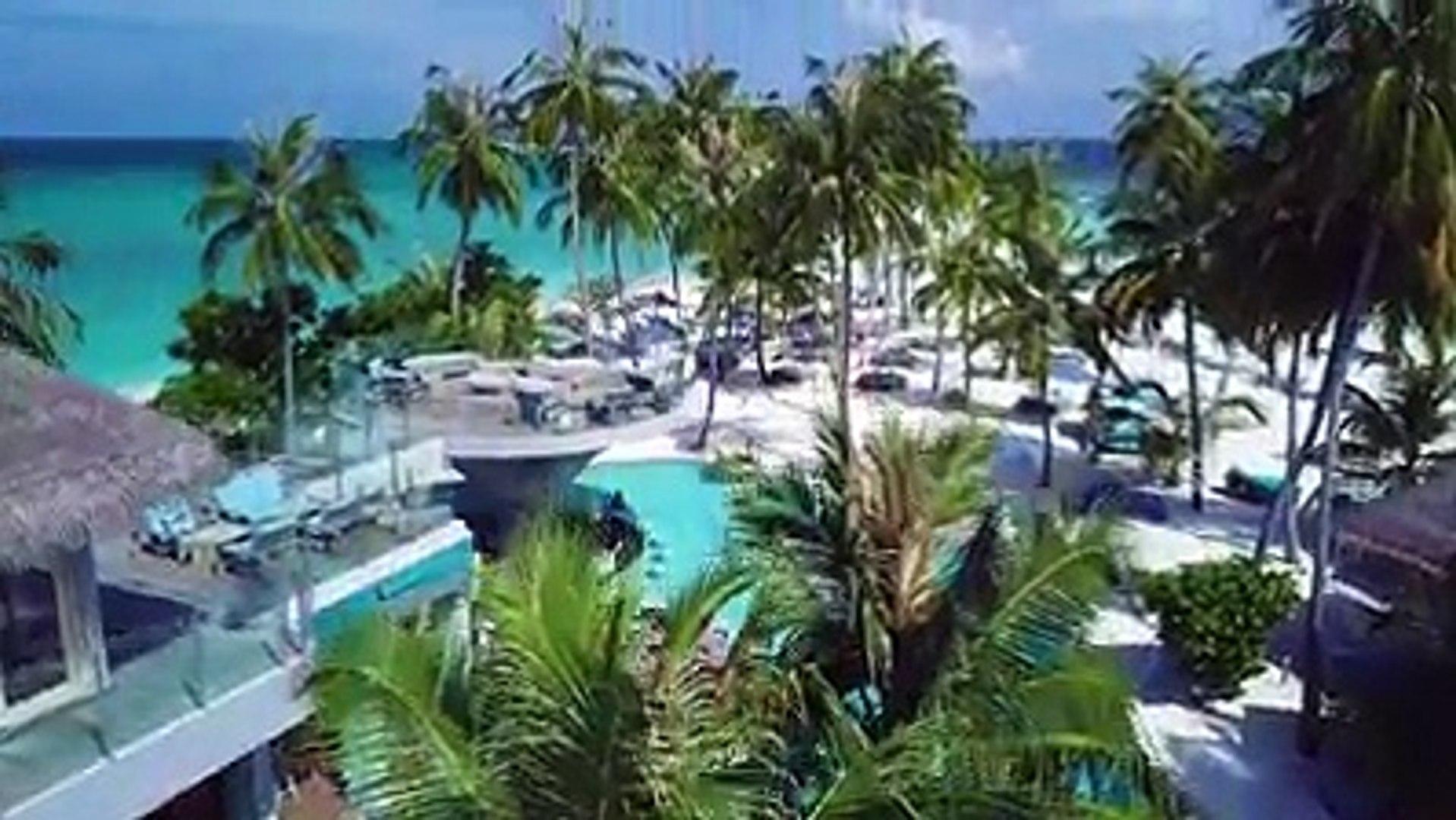 或許每個人對於馬爾地夫印象最深刻的是那美到心房裡的清澈海水那是因為還沒有見識過Finolhu Baa Atoll 獨一無二的超長拖尾沙灘一旦看過可是會讓人震撼到產生走在印度洋海面上的錯覺呢!!! Li
