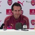 La réaction hilarante d'Emery quand il reçoit un appel en pleine conference de presse
