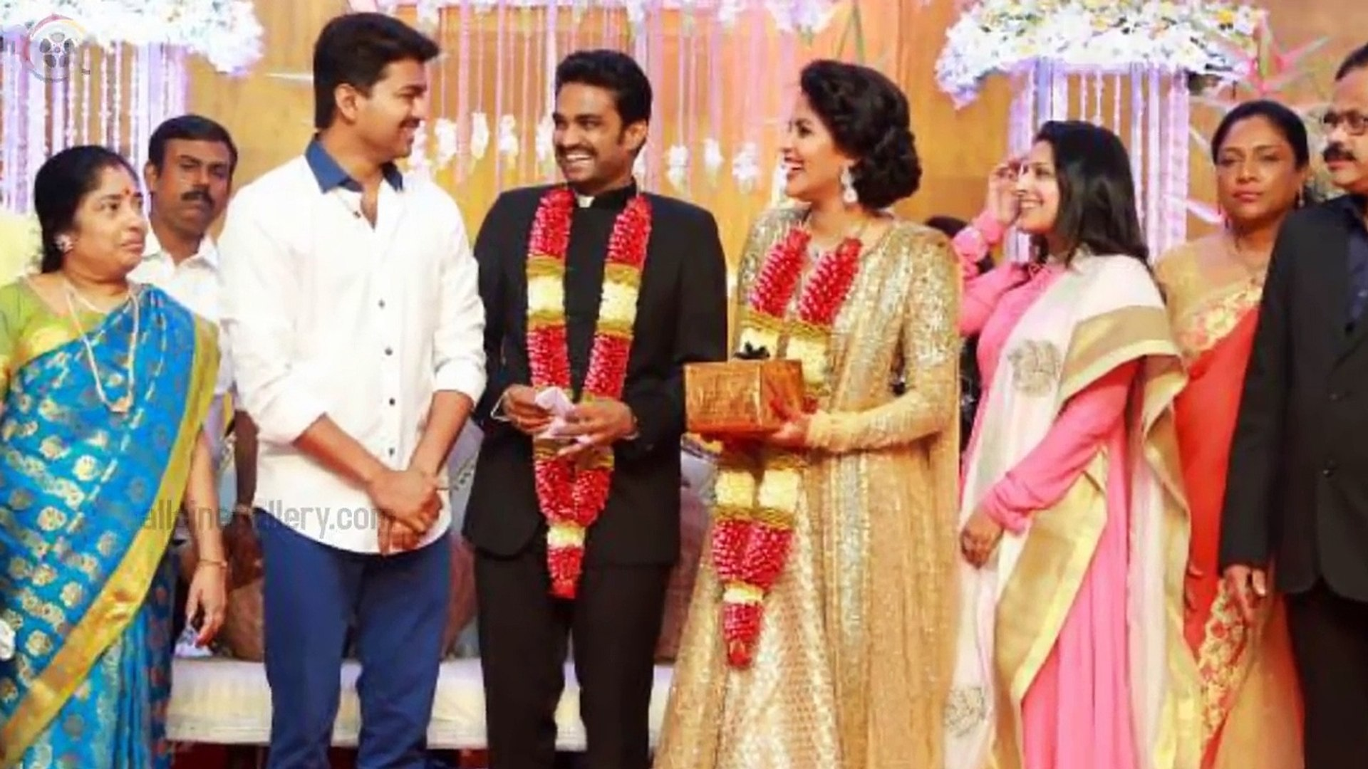Actor Vijay Family Photos with Wife Sangeetha, Son Sanjay, Daughter Divya  Saasha