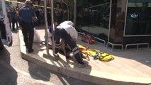 Polisin Çarşaflı Önlemine Rağmen Yerdeki Cenazeyi Meyve Suyu İçip Simit Yiyerek İzledi