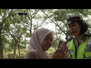 Wanita Ini Dengan Pede Menunjukkan Fotonya Pakai Helm  Kesayangan ke Polwan - 86