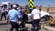 Suriye Uyruklu Sürücünün Kullandığı Otomobil Kamyonete Çarptı: 1 Ölü, 4 Yaralı