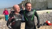 Ils nagent 16 km dans la Manche en soutien aux migrants