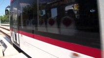 Tramvayın Yayaya Çarptığı Anlar Kamerada