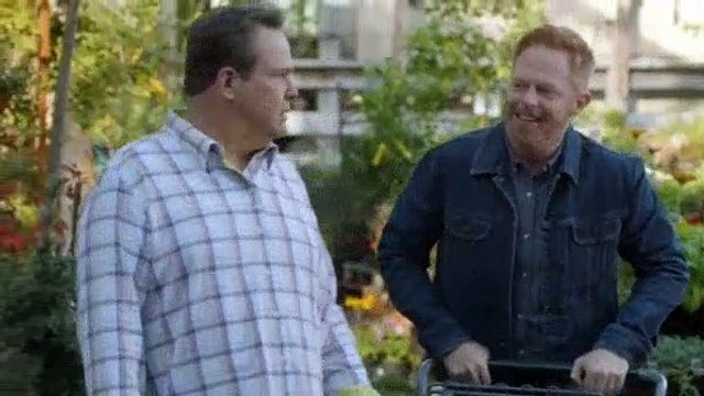 Modern Family S09E08 Brushes with Celebrity
