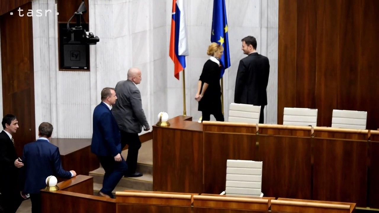A. Danko zostáva vo funkcii predsedu parlamentu