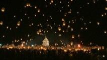 En Thaïlande, de très belles images du traditionnel lâcher de lanternes pour repousser le mauvais karma