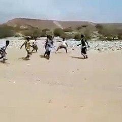 Au Yemen, les coups de feu remplacent les coups de sifflet