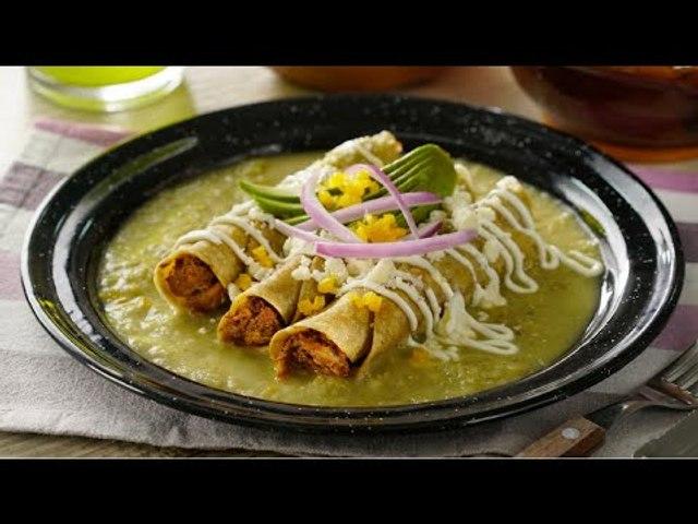 Tacos Dorados de Cochinita en Salsa Verde