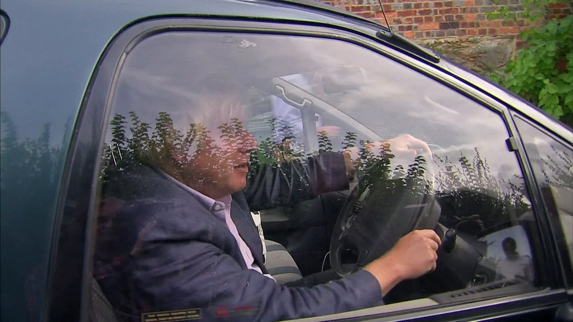 Boris Johnson blocked from getting into house by journalists