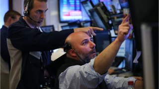 Wall Street Opens New Week With Sluggish Morning