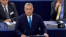 """""""La Hongrie stoppera l'immigration illégale. Elle défendra ses droits et si nécessaire contre vous"""". Le discours droit dans ses bottes du Premier ministre hongrois face aux eurodéputés"""