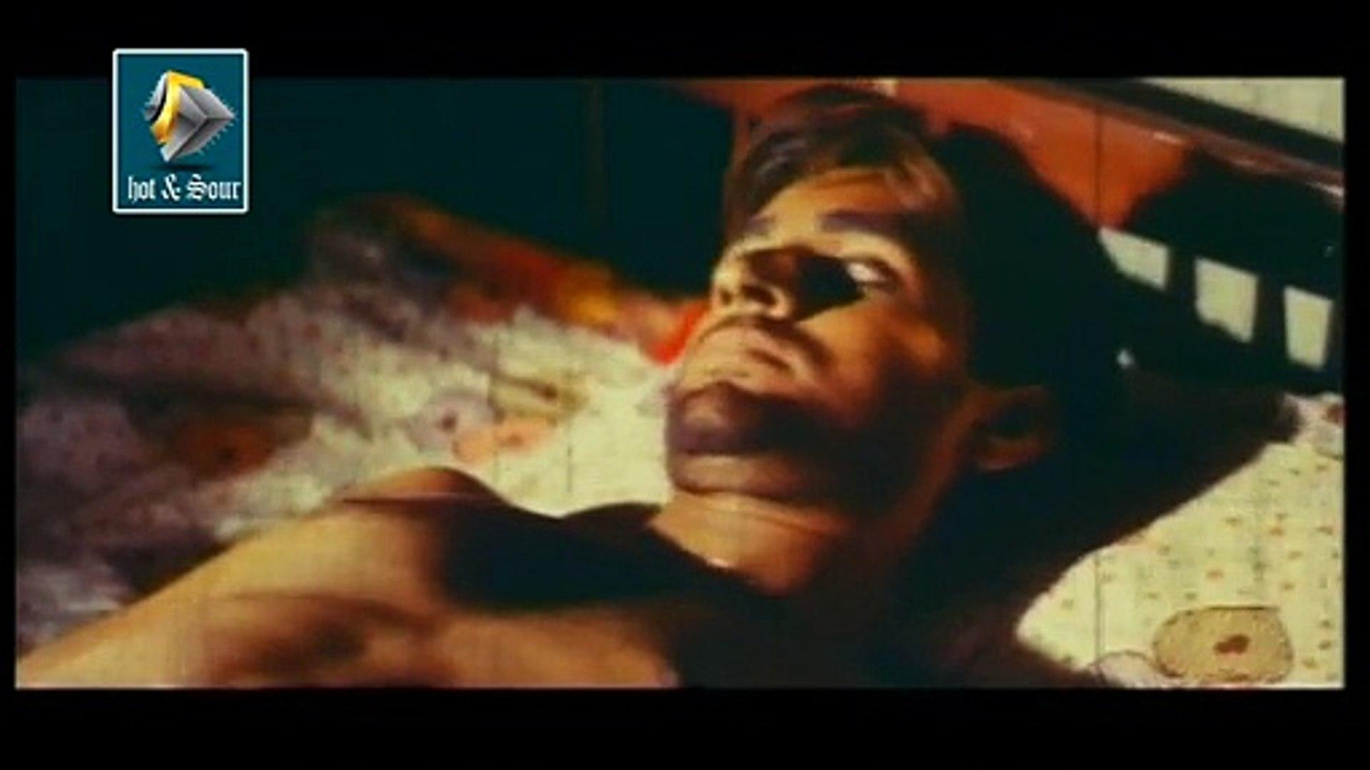 Romantic Hot Malayalam movie Kanavu - Hot Red Charming Aunty