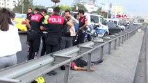 İstanbul Servisin Arka Kapısı Açıldı; 2 Polis Yaralandı - 3