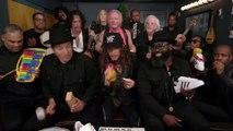 """Jimmy Fallon, Aerosmith et The Roots chantent """"Walk This Way"""" avec des instruments pour enfants"""