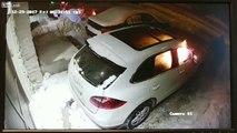 Un homme vient mettre le feu à une Porsche cayenne, sans raison