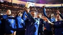 Vegedream et les Bleus mettent le feu au stade de France en chantant Ramenez la coupe à la maison !