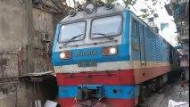AMAZING TRAIN ROUTES || Train passing through narrow street in Thailand