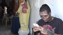 Мужчина отрезал себе нос, уши и зататуировал лицо, чтобы стать похожим на скелет