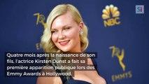 Ultra sexy, l'actrice Kirsten Dunst fait sensation sur le tapis rouge des Emmy Awards