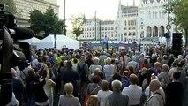 Amíg Orbán marad, a DK az utcán marad