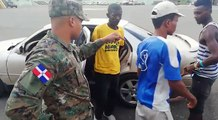 Un sud africain est arrêté avec 18 personnes dans sa berline
