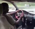Ce conducteur se crashe en faisant n'importe quoi alors qu'il n'a pas sa ceinture !