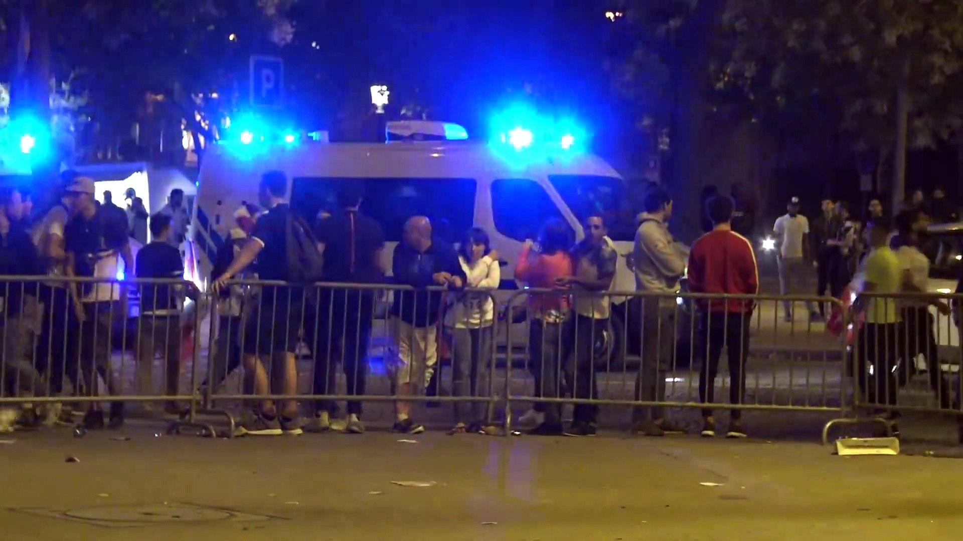 very latest international news!!_Violents incidents sur les Champs Elysées après la fête (10 juillet