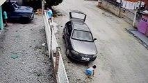 Il écrase son neveu qu'il n'a pas vu devant la voiture mais l'enfant est très chanceux et s'en sort indemne