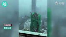 【Video】Watch out! A crane at a building under construction near Mong Kok, Hong Kong, collapsed when the super #TyphoonMangkhut hit the city on September 16. No