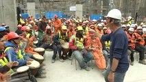 Bauarbeiter trommeln zur Entspannung