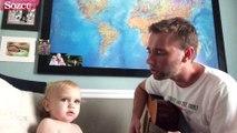 Sevimli bebek babası ile düet yaparsa...