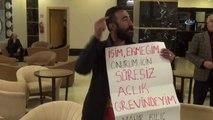 İzmir Büyükşehir Belediyesi'nde İşten Atılan İşçi CHP'lilerin Toplantı Yaptığı Otelde Eylem Yaptı
