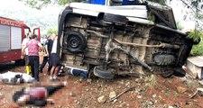 Antalya'da Tur Minibüsü Devrildi! 3 Turist Hayatını Kaybetti, 1'i Turist 4 Kişi Yaralandı