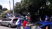 """Momentos en que la marcha """"Somos la voz de los presos políticos"""" y en que los autoncovocados huyen de los ataques de la policía orteguista y simpatizantes del r"""