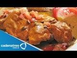 Receta para preparar pollo al grill con mole de calabaza. Receta con pollo / Com