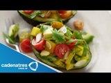 Receta para preparar ensalada de aguacate con pimientos y jitomates. Ensalada de jitomate