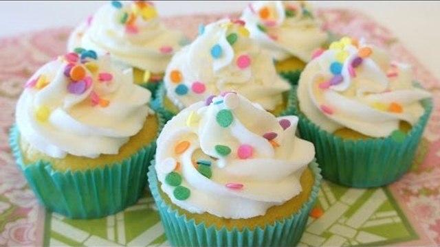 Receta de cupcakes de betún con queso crema / Cupcakes with cream cheese frosting
