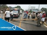 Campesinos bloquean carretera Aapulco-Zihuatanejo